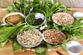 Kon Tum có 1 loại gỏi cuốn chung tới hơn 30 loại lá và là một đặc sản nức tiếng vùng Tây Nguyên