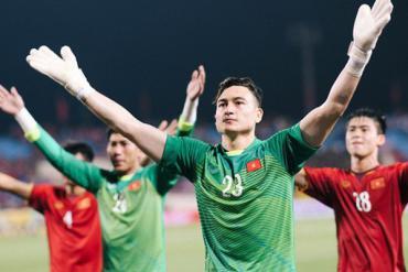 Sang Thái Lan chơi bóng, Đặng Văn Lâm có thể không được dự AFF Cup