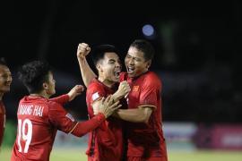 Việt Nam thắng Philippines lượt đi: Rực lửa một tình yêu đích thực