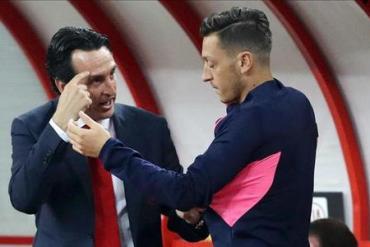 Mesut Ozil lên tiếng sau khi liên tục bị HLV Emery bỏ rơi