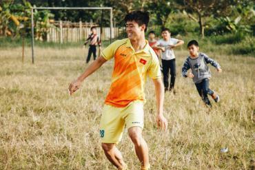 Đỗ Duy Mạnh: Chuyện cậu bé nhặt bóng 10 năm trước và người hùng sau vô địch AFF Cup 2018